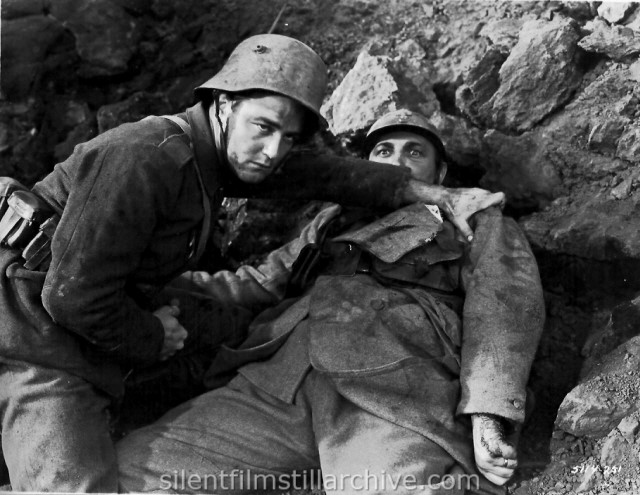 Lew Ayres and Raymond Griffith in ALL QUIET ON THE WESTERN FRONT (1931)