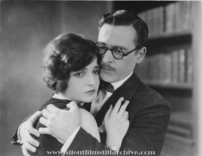 Claire Adams and Robert Ober in THE BIG PARAGE (1925)