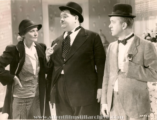 Minna Gombell, Oliver Hardy and Stan Laurel in BLOCK-HEADS (1938)