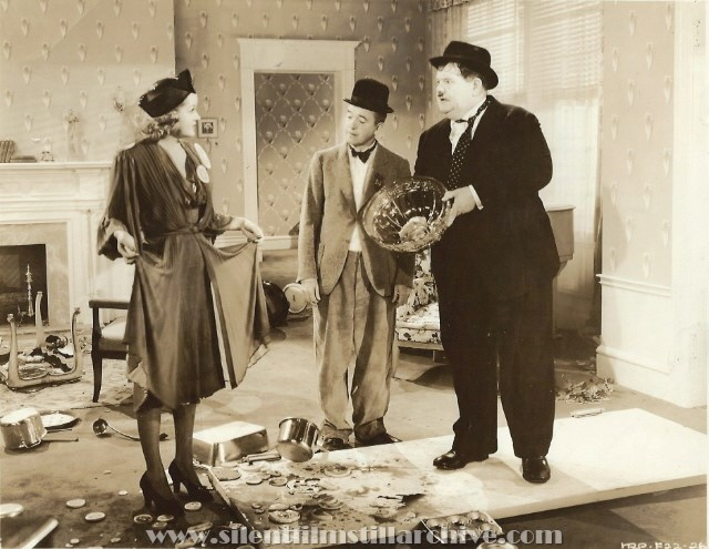 Patricia Ellis, Oliver Hardy and Stan Laurel in BLOCK-HEADS (1938)