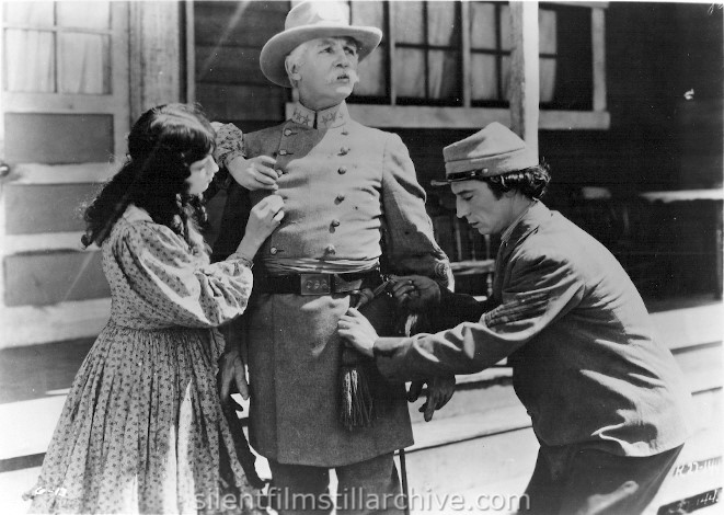 Marion Mack, Frederick Vroom, and Buster Keaton in THE GENERAL (1927)