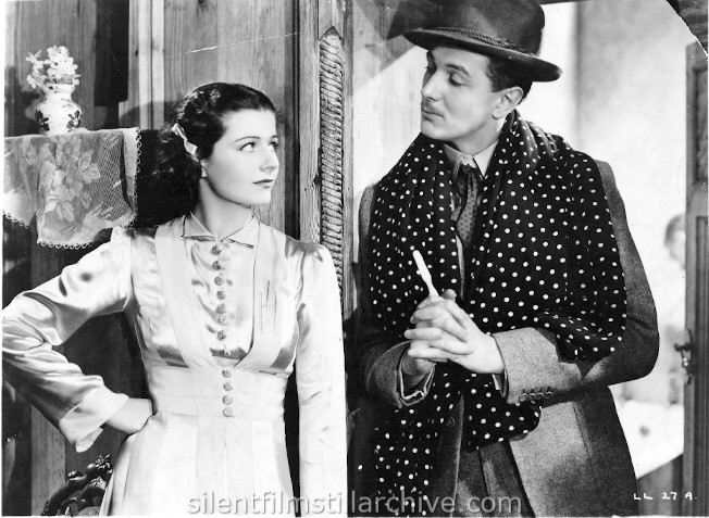 Margaret Lockwood and Michael Redgrave in THE LADY VANISHES (1938)