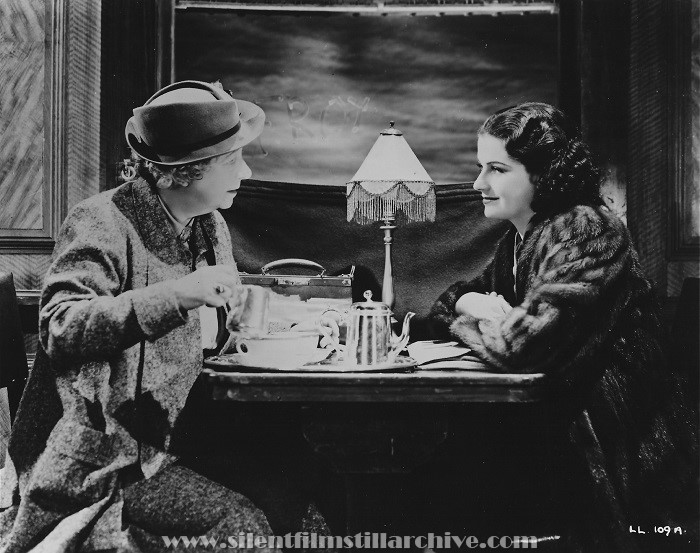 Dame Mae Whitty and Margaret Lockwood in THE LADY VANISHES (1938)