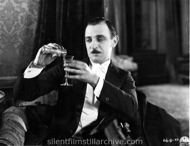 Raymond Griffith in OPEN ALL NIGHT (1925)