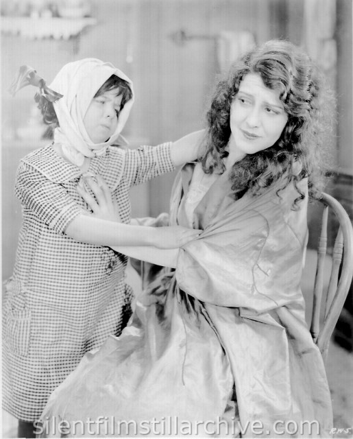 Patsy Ruth Miller in ROSE OF THE WORLD (1925)
