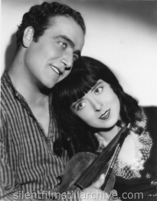 James Hall and Colleen Moore in SMILING IRISH EYES (1929)