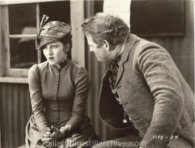 Jean Arthur and Fred Kohler in STAIRS OF SAND (1929).