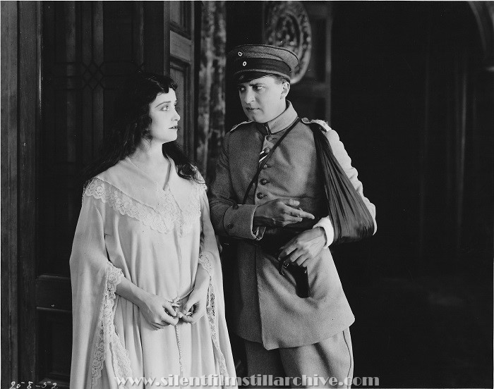 Florence Vidor and Bryant Washburn in TILL I COME BACK TO YOU (1918)