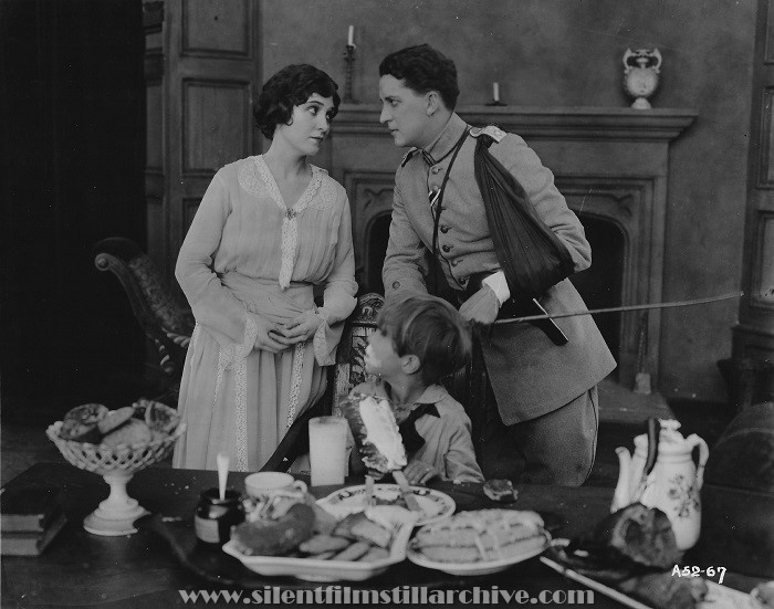 Florence Vidor, Frank Butterworth, and Bryant Washburn in TILL I COME BACK TO YOU (1918)