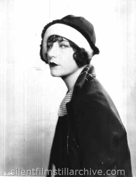 Viola Dana in WILD OATS LANE (1926)